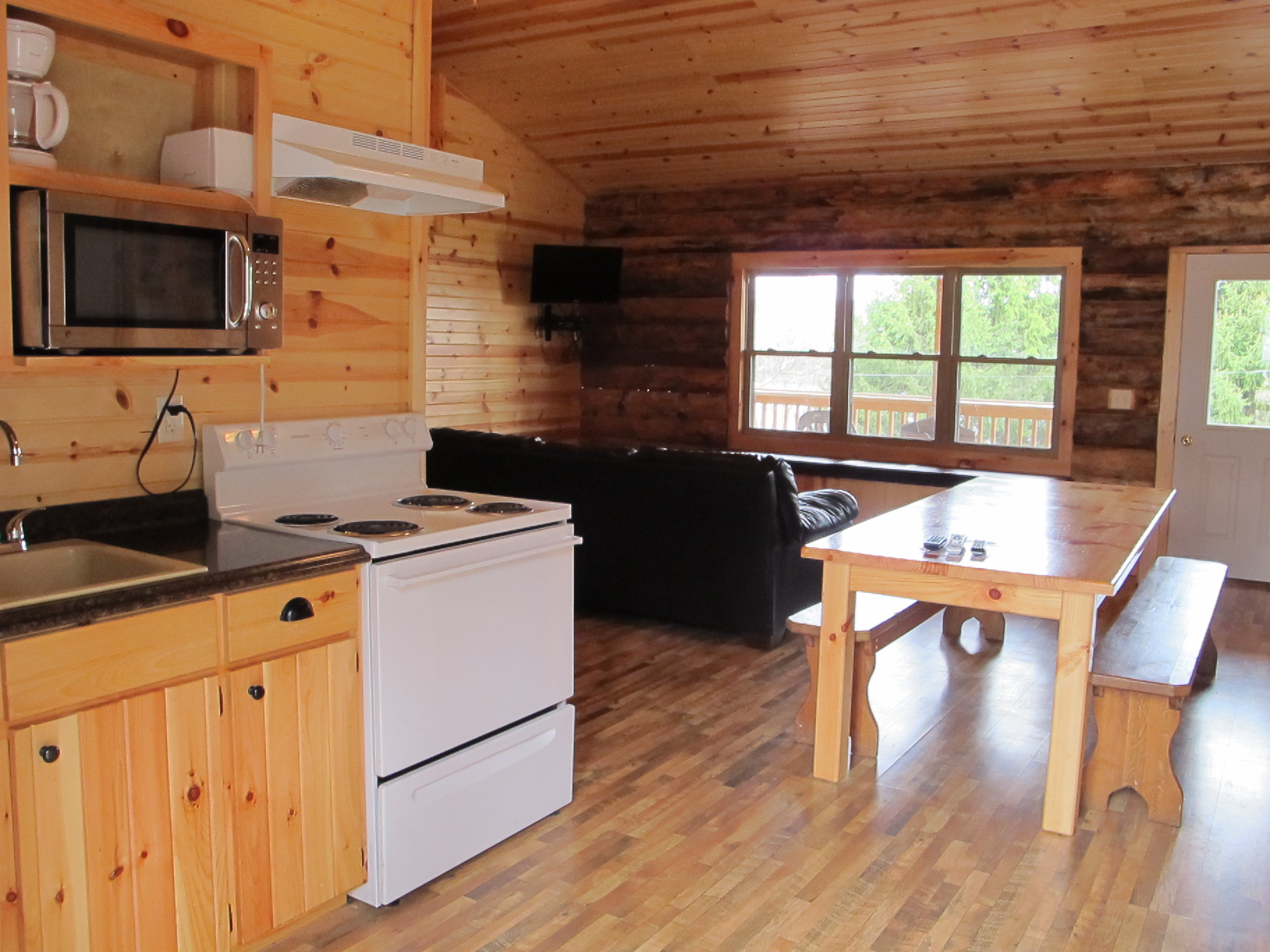 cabin lake on cottage cabins geneva vacation rentals homeaway ohio the rental starshine newl